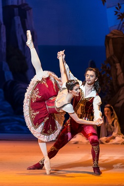 The Bolshoi Ballet's Maria Alexandrova and Vladislav Lantratov