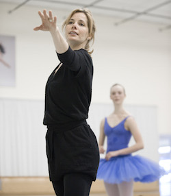Acclaimed British ballerina Darcey Bussell coaching NZSD student on her 2012 visit. Photo by Stephen A'Court.