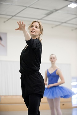 Darcey Bussell coaching NZSD student on her 2012 visit. Photographed by Stephen A'Court.