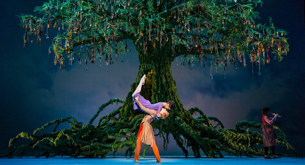 The Royal Ballet's Francesca Hayward and Steven McRae in 'The Winter's Tale'. Photo by Darren Thomas.