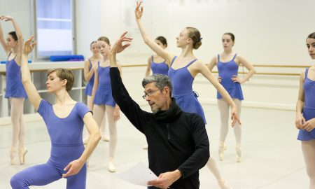 Simon Dow with students. Photo by Sergey Konstantinov.