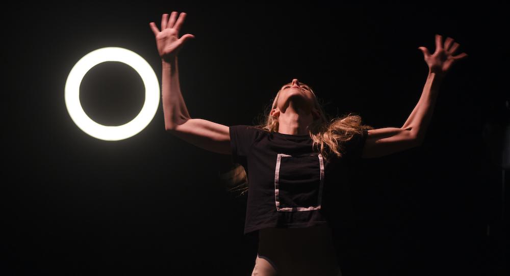 Brianna Kell in 'NARCIFIXION'. Photo by Heidrun Löhr.